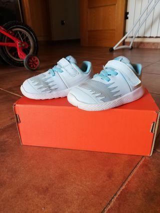 Zapatillas Nike niño y niña número 23,5 casi nueva