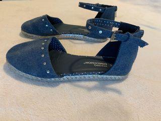varias sandalias de verano tallas variadas