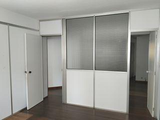 Mamparas divisorias de oficina blancas