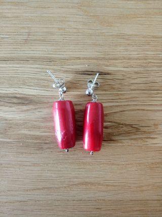 Pendientes de plata con colgante rojo
