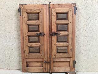 Ventana antigua s.XVIII de madera con herrajes