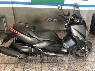 Se vende Moto xmax 400