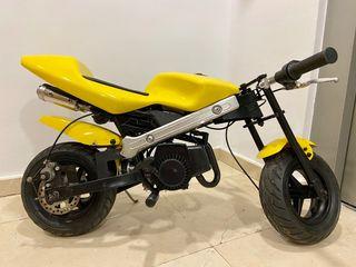 Mini moto sin carenado. Recién revisada.