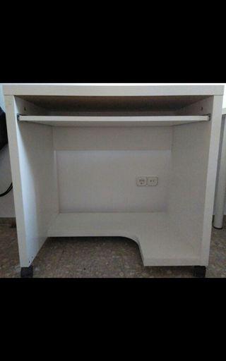 Mesa de escritorio blanca con cajonera
