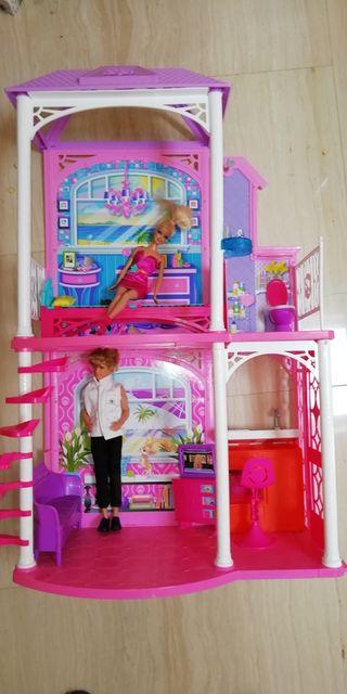 Casa Barbie+2 muñecos