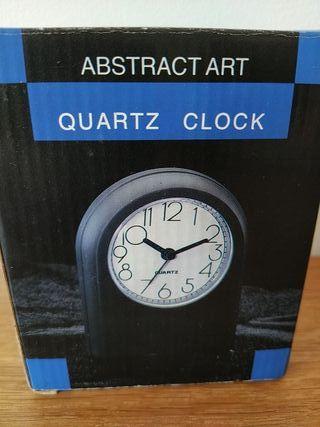 Reloj despertador de pila NUEVO