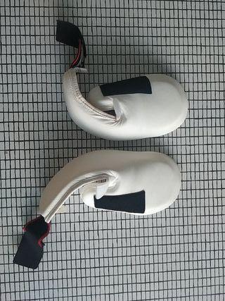 Protecciones KickBoxing de pie, piernas y guantes