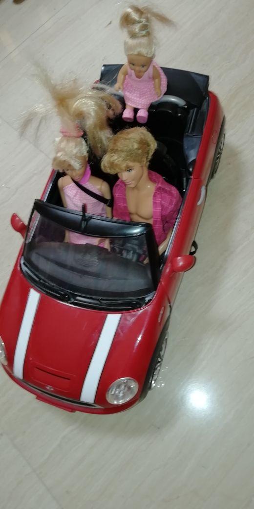 Coche Barbie Mini + 3 muñecos