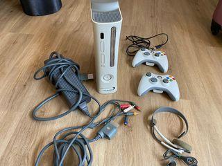 Consola xbox 360+ 2 mandos+ disco duro+5 juegos