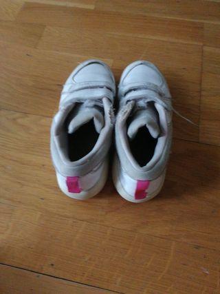 zapatillas Nike blancas y rosas talla 30