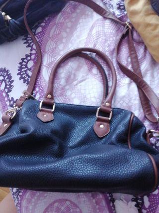 bolso negro y marrón