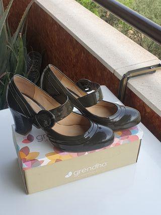 zapatos de charol Clarks