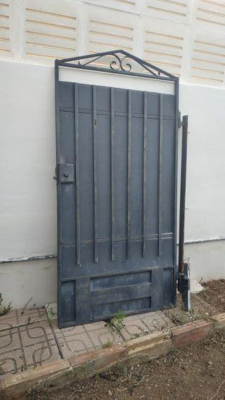 Puerta de parcela.