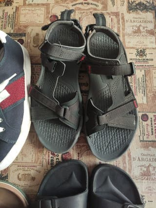 zapatillas y sandalias