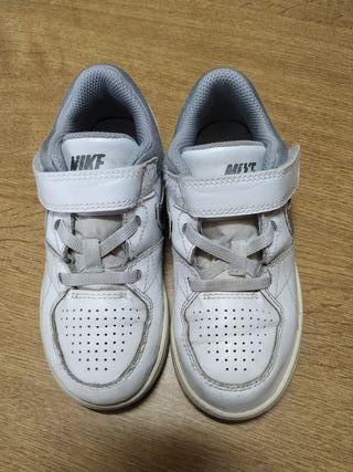 zapatillas Nike, número 27
