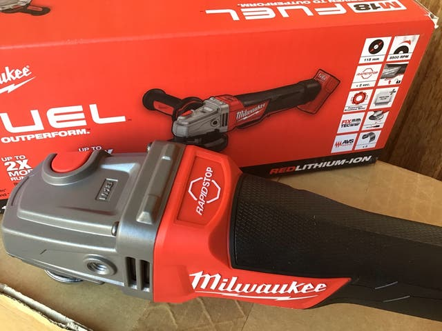 Amoladora MILWAUKEE 18v sin escobillas