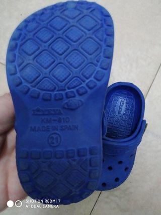 Dos pares de zapatos niño