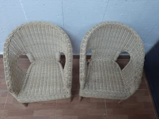 2 sillas mimbre niños