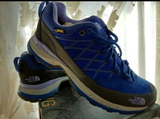 PACK ZAPATILLAS THE NORTH FACE & SKETCHERS