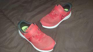 Zapatillas Nike rojas de running talla 28