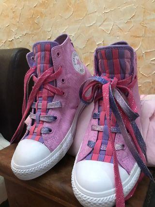 Zapatillas Converse rosas a moradas con cordones e