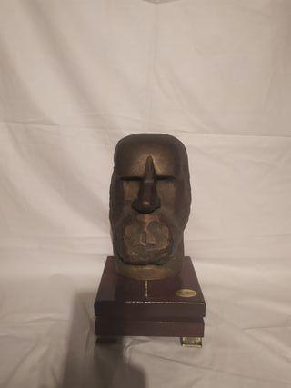 Escultura bronce Oteiza.