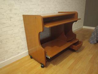 Mesa de ordenador clásica