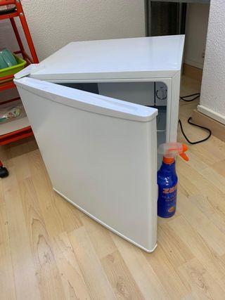 Nevera pequeña Ikea ideal para garaje, habitación