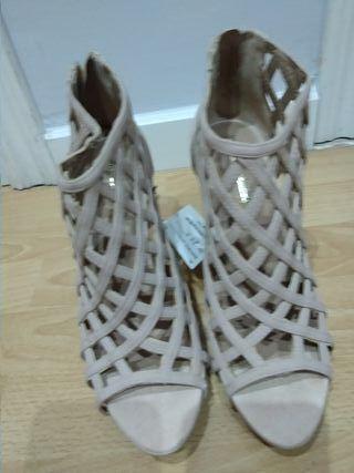 Zapato de verano alto color beige