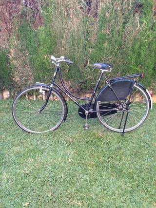 Bicicleta Holandesa Amstel. Bici negro ejecutivo.