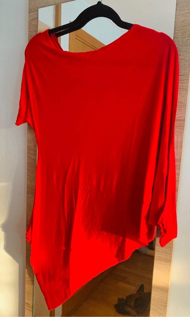 Camiseta asimétrica roja