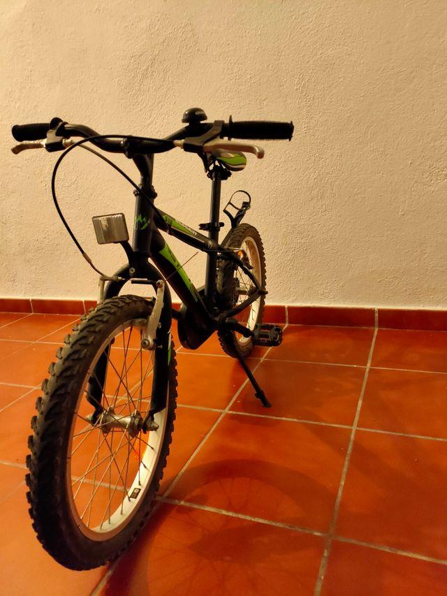 Bicicleta WST, 18 pulgadas.