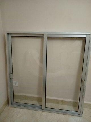 Ventana aluminio color plata