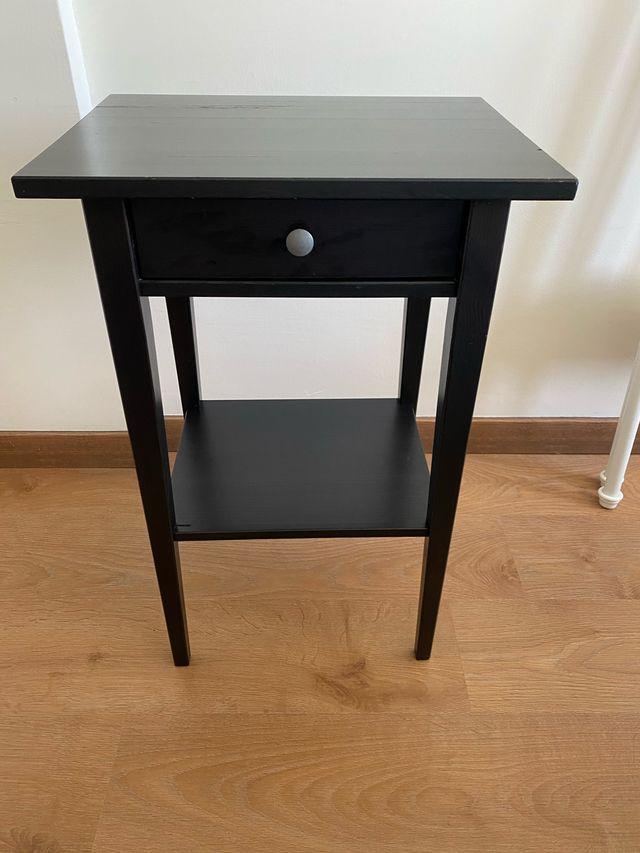 MESILLA DE NOCHE HEMNES IKEA