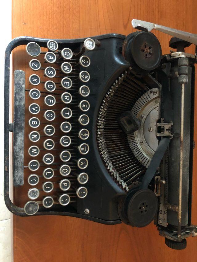 """Máquina de Escribír """"Antigua"""""""