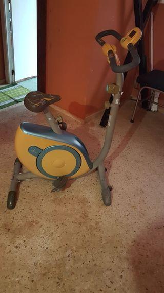 vendo un bicicleta para ejercicio con pedales