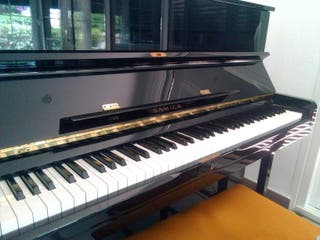 Piano vertical Samick