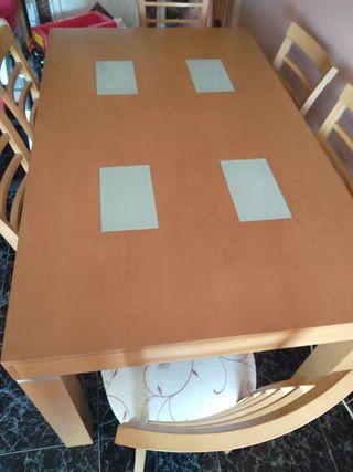 mesas salón. grande, sillas y centro.