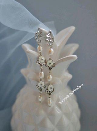 Largos pendientes de novia en tono plata invitada