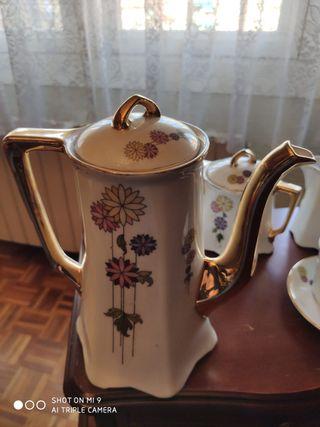 Juego cafetera, té y porcelana con dos tazas