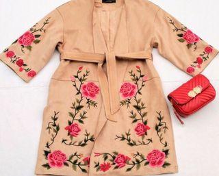 Chaqueta/abrigo NUEVO Zara ante flores bordadas