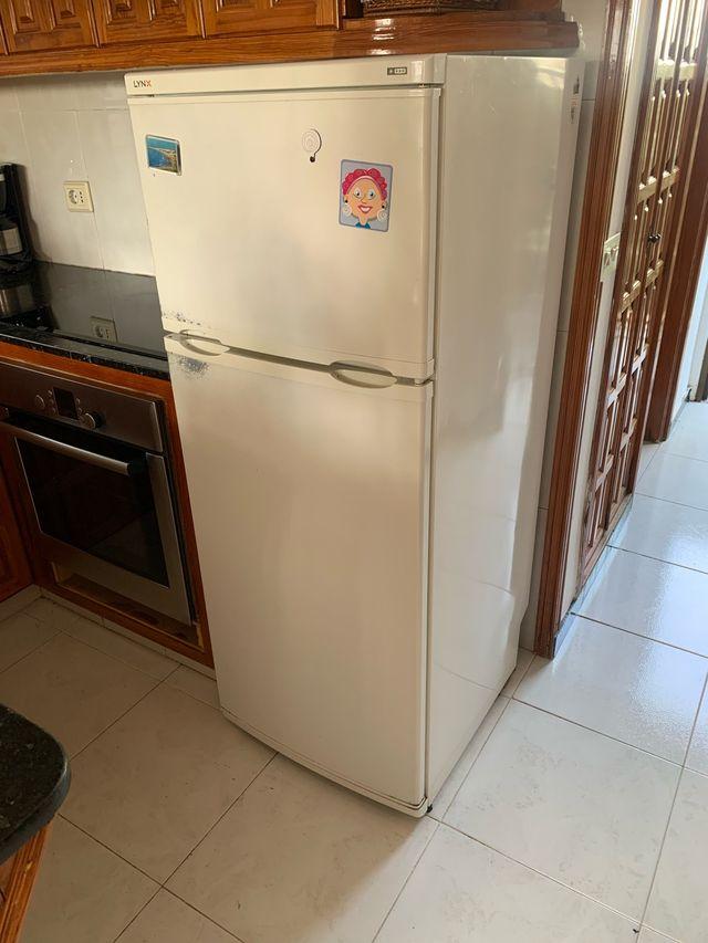 Nevera frigorífico de dos puertas