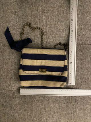 Bolso beige y azul marino