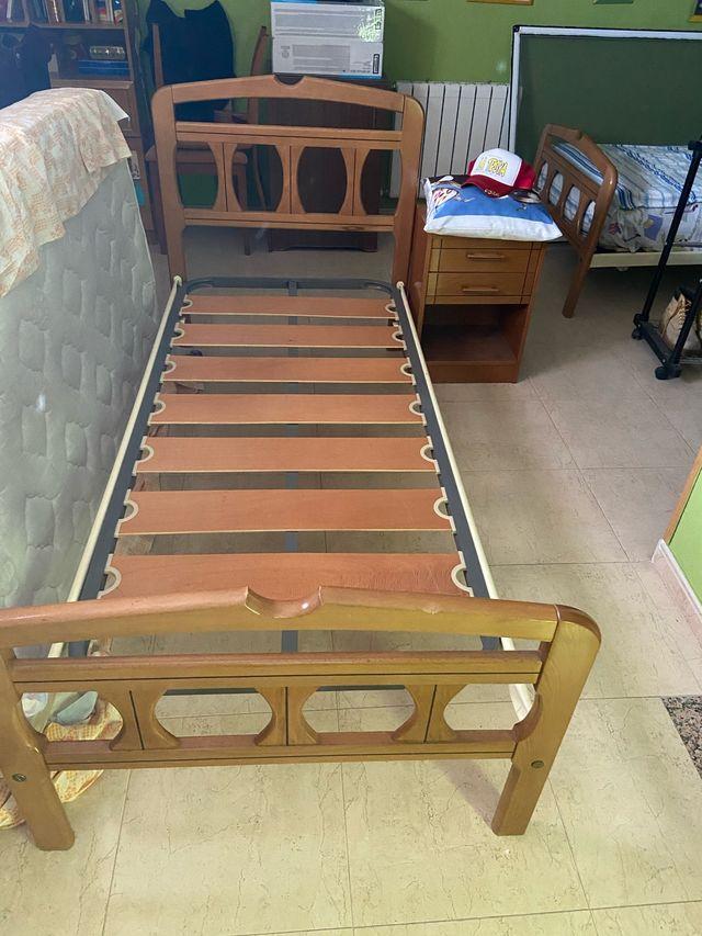 Lote 2 soportes para cama con mesilla