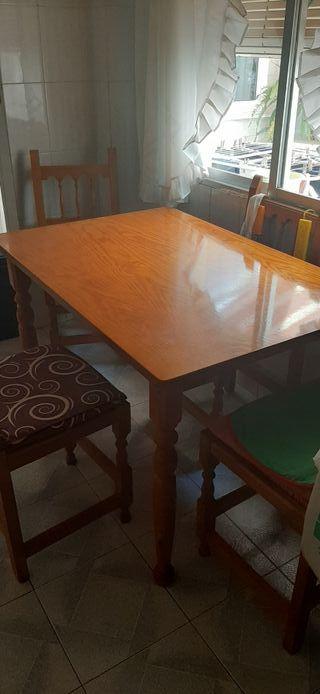 mesa madera y 4 sillas