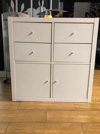 Mueble nuevo con cajones y puerta