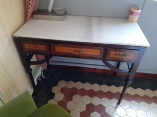 escritorio con marmol