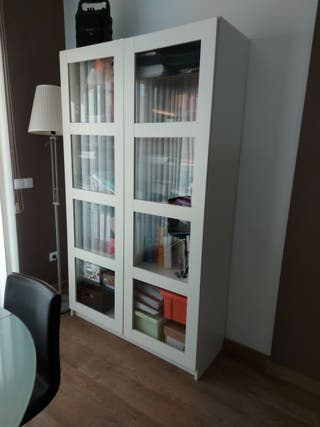 conjunto libreria, mesita y lampara