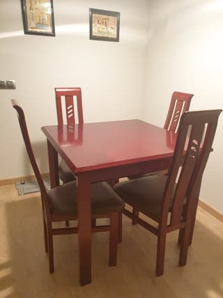 Mesa comedor más 4 sillas