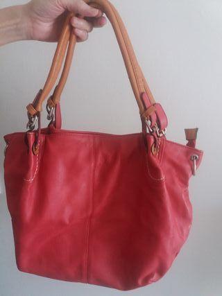 Bolso rojo (mujer)